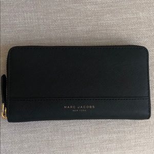 Marc Jacobs Zip Around Wallet